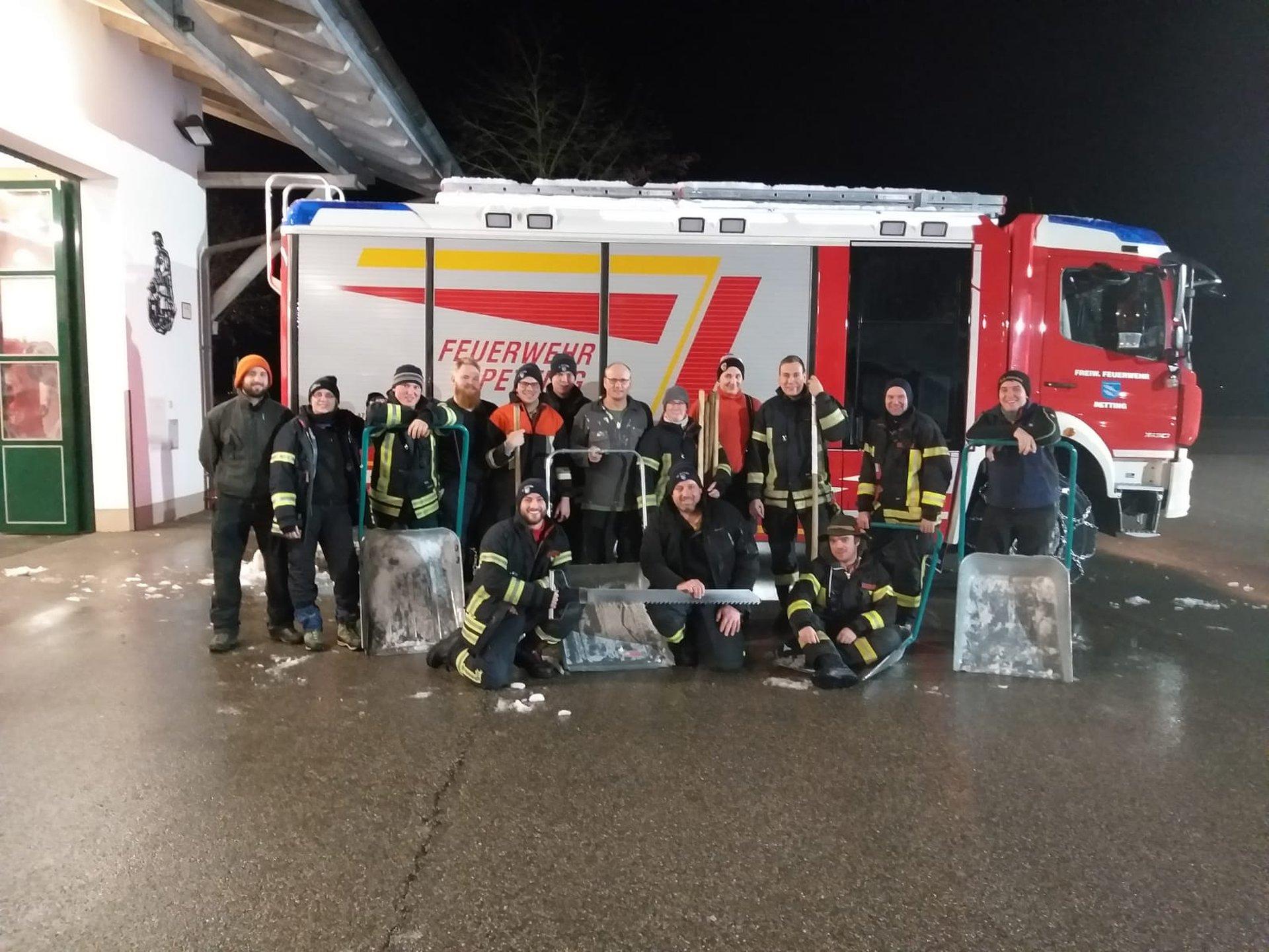 Klettergurt Feuerwehr : Freiwillige feuerwehr petting katastrophenalarm im landkreis
